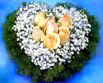 HV-NH-L-386 - 6 yellow roses in heart shapes)