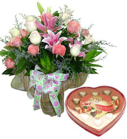 Bouquet of 18 roses and 2 lily stems, a chocolate heart box (ID: HV-M-4013)