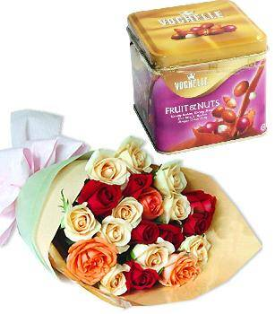 Bouquet of 24 roses, a chocolate box (ID: HV-M-4015)