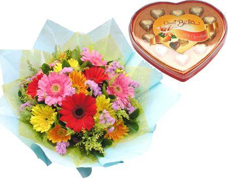 Bouquet of 12 gerberas, a chocolate heart box (ID: HV-M-4019)