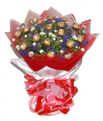 HV-NH-L-360 Bouquet 24 chocolate, greens, wrapping paper (ID: HV-NH-L-360)