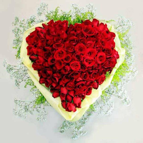 99 red roses bouquet in heart shape)