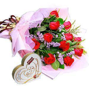 Bouquet of 12 roses and small chocolate box (ID: HV-M-4012)