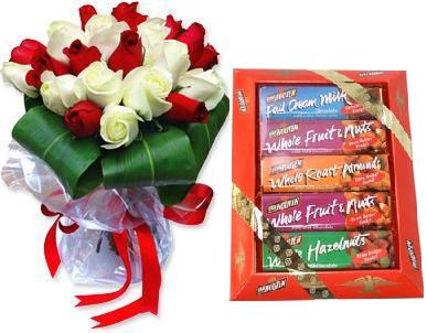 Bouquet of 24 roses, a chocolate box (ID: HV-M-4014)